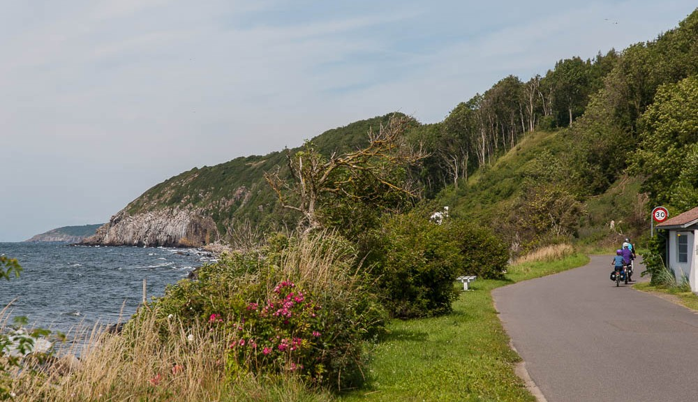 National Cycle Route 10 goes along the edge of Bornholm - sometimes very close to the water. Photo: Michael Hammel